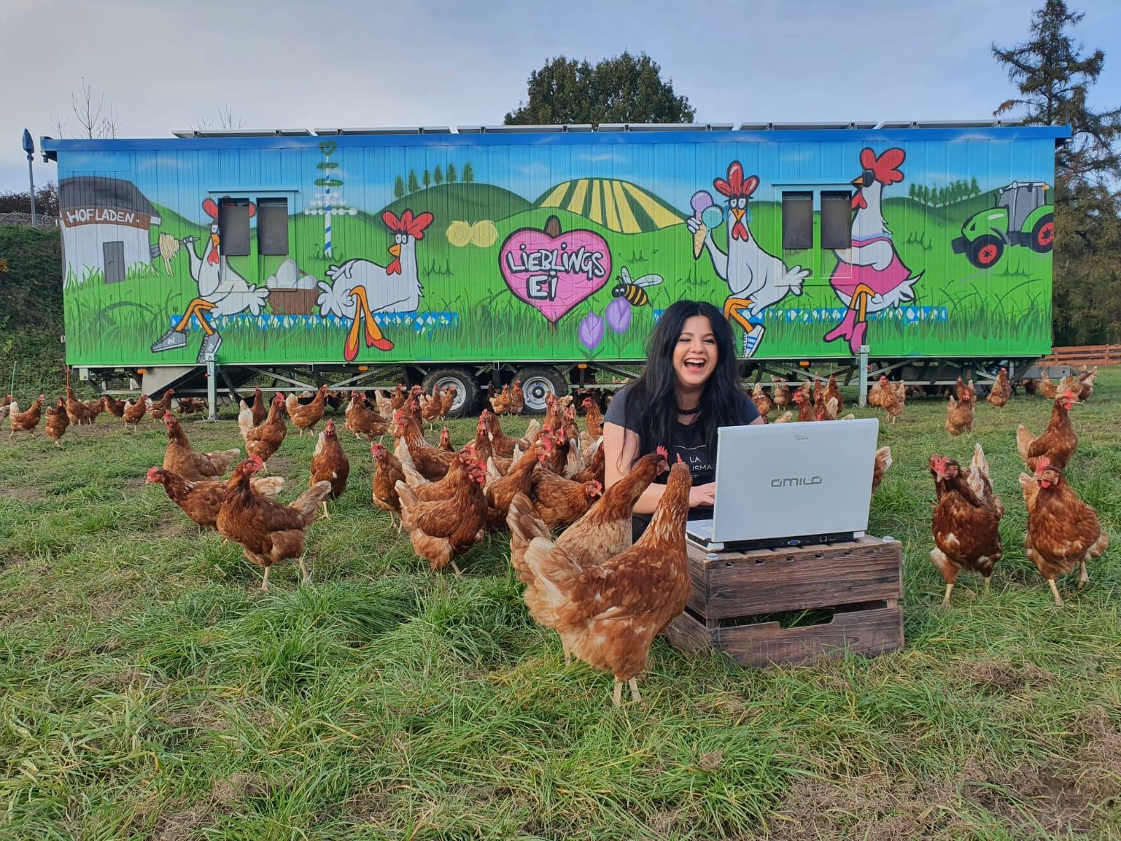 Hühnermutter Pam und Ihre Ladies